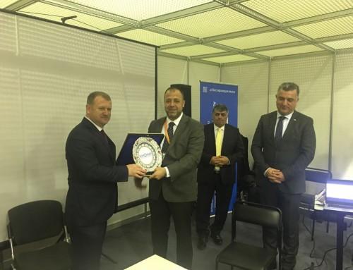 Serkonder Derneği Başkanı Bülent Aytekin, Gıda Tarım ve Hayvancılık Bakan Yardımcısı Mehmet Daniş'e, sektörümüze desteklerinden dolayı plaket verdi.
